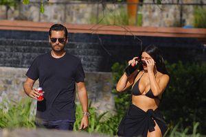 Kim Kardashian phô dáng 'bốc lửa' với bikini trên bãi biển Costa Rica