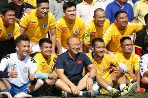 HLV Park Hang Seo thi đấu giao hữu với các nhà báo thể thao Hà Nội