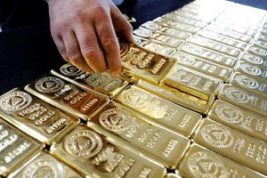 Giá vàng thế giới tăng lên mức cao nhất gần 6 năm