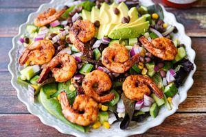 Salad tôm nướng sốt chanh thanh mát đãi gia đình ngày nóng