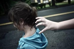 Chủ hiệu thuốc dâm ô nữ sinh 15 tuổi bị khởi tố