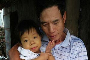 Bé gái 2 tuổi và hành trình đớn đau hơn 500 ngày ở bệnh viện