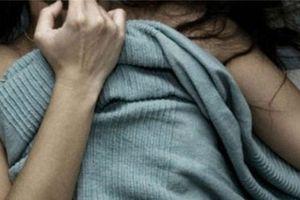 Thiếu nữ 15 tuổi tố chủ tiệm tóc ở chung cư xâm hại tình dục