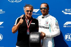 Hamilton lần 60 giành pole với Mercedes