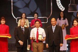 Thủ tướng Nguyễn Xuân Phúc trao Giải Báo chí Quốc gia lần thứ XIII - 2018