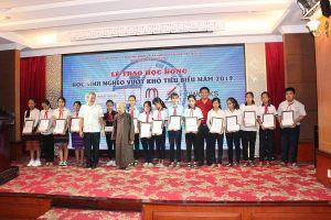 Thừa Thiên Huế: Trao 110 suất học bổng cho trẻ em vượt khó tiêu biểu năm 2019