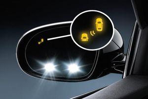 Cách chỉnh gương chiếu hậu xe ô tô để tránh điểm mù, không phải ai cũng để ý