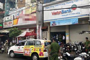 Cảnh giác cướp tài sản sau khi giao dịch ở ngân hàng