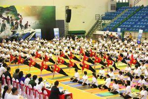 Trên 700 người tham dự Ngày quốc tế Yoga tại Cần Thơ