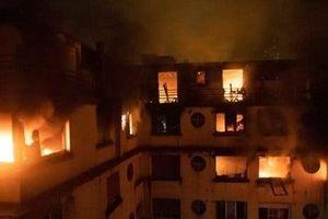 Lửa lớn 'nuốt chửng' tòa nhà ở thủ đô Paris, 3 người thiệt mạng