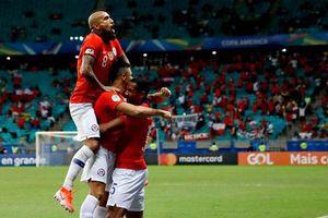 Sao MU tiếp tục ghi bàn đưa Chile vào tứ kết Copa America