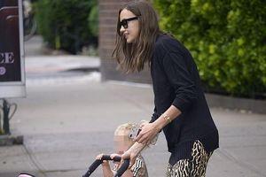 'Chân dài' Irina Shayk tươi cười ra phố đi dạo cùng con gái cưng