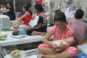 Nhiều người nhập viện vì bỏng da, sốc nhiệt, viêm phổi... trong những ngày Hà Nội nắng nóng như chảo lửa
