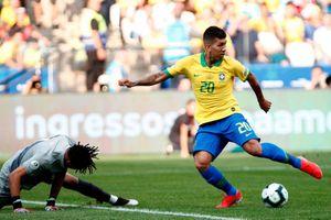 Thủ môn Peru mắc sai lầm ngớ ngẩn giúp Firmino ghi bàn