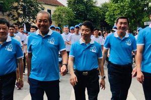 Clip: Phó Thủ tướng Trương Hòa Bình đi bộ cùng hàng ngàn người dân quanh Hồ Gươm