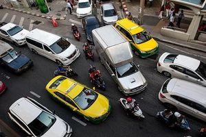 Khốc liệt cuộc chiến giành địa bàn của 'băng đảng' xe ôm ở Bangkok