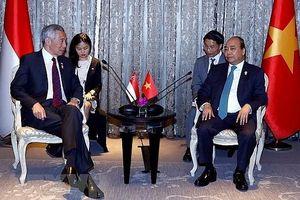 Thủ tướng gặp gỡ các nhà lãnh đạo bên lề Hội nghị Cấp cao ASEAN 34