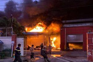 Long An: Cháy lớn tại công ty sản xuất vỏ cơm hộp, thiệt hại hàng chục tỉ đồng