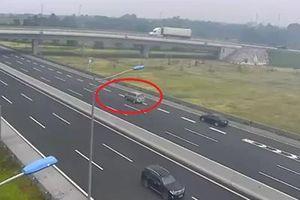 Hãi hùng xem lại Clip ô tô 7 chỗ liều mạng lùi trên cao tốc Hà Nội - Hải Phòng