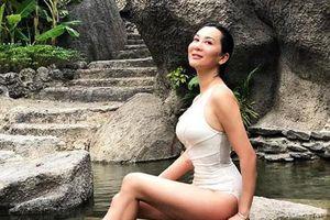 53 tuổi, MC Nguyễn Cao Kỳ Duyên tự tin mặc áo tắm lệch vai