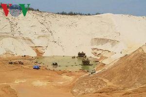 Sụt trượt đồi cát ở mỏ khai thác titan khiến 1 người chết