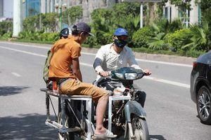Người dân hãi hùng phơi nắng trên con đường nóng nhất Hà Nội