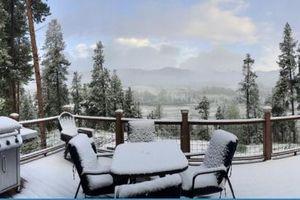 Tuyết rơi dày nửa mét trong những ngày đầu hè ở Mỹ
