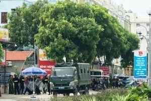 Hàng chục cảnh sát ngăn chặn cuộc xô xát ở bãi biển Hải Tiến