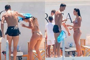 Ronaldo và bạn gái khoe dáng bốc lửa trên du thuyền ở Hy Lạp