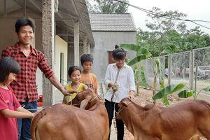 Nghệ An: 5 chị em mồ côi được tặng nhà Đại đoàn kết