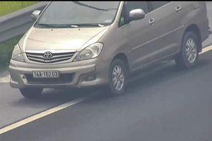 Nữ tài xế bị tước bằng 2 tháng vì lái ôtô đi lùi trên cao tốc