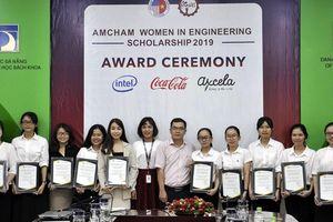 10 nữ sinh viên được nhận học bổng nữ sinh viên kỹ thuật