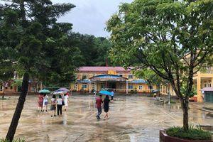 Yên Bái đón thí sinh đến làm thủ tục dự thi THPT quốc gia sau mưa lớn