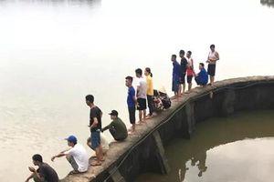 Hải Dương: Trắng đêm tìm kiếm 2 bà cháu gặp nạn trên sông Luộc