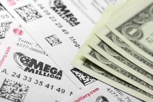 Bị tòa buộc chia tiền trúng số cho vợ cũ