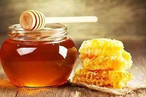 Bé trai 6 tháng tuổi tử vong vì ngày nào cũng uống mật ong