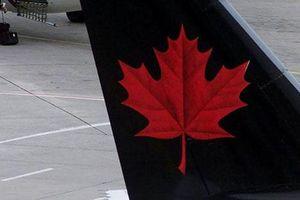 Hành khách bấn loạn vì bị bỏ rơi một mình trên máy bay của Air Canada