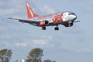 Máy bay quay đầu vì hành khách ngang ngược đòi mở cửa giữa không trung