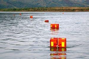 Thả phao vuông cảnh báo đuối nước trên sông Lam