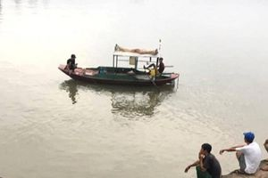 Tìm thấy thi thể 2 bà cháu vụ lật thuyền ở Hải Dương