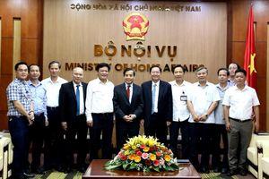 Bộ trưởng Lê Vĩnh Tân tiếp và làm việc với chuyên gia cao cấp của Singapore