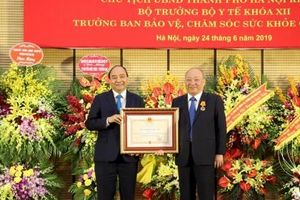 Trao tặng Huân chương Độc lập hạng Nhất cho đồng chí Nguyễn Quốc Triệu