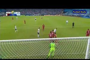 Messi sút bóng kiểu 'bắn chim' trong trận Argentina vs Qatar