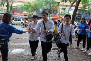 Hàng chục ngàn thí sinh Hà Nội làm thủ tục thi THPT quốc gia 2019
