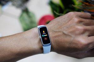 Galaxy Fit & Fit e: vòng đeo tay thông minh cho người mới tập thể thao