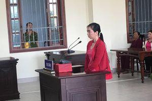 Hơn 100 hụi viên tới tòa dự phiên xử chủ hụi
