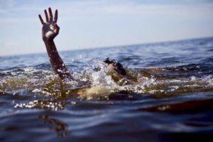 Ba chị em ruột tử vong khi tắm ở lạch nước gần nhà