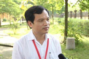 Phú Thọ: Đình chỉ giám thị, thí sinh chụp đề thi Ngữ văn chuyển ra ngoài