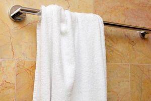 Chỉ dùng khăn tắm sau khi tắm rửa sạch sẽ, vậy khăn có dơ không?