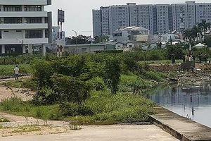Nghi án tài xế Grabbike bị sát hại bên bờ kênh ở TP.HCM